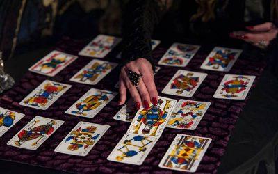 Tarot Karta – Kraljica Mačeva